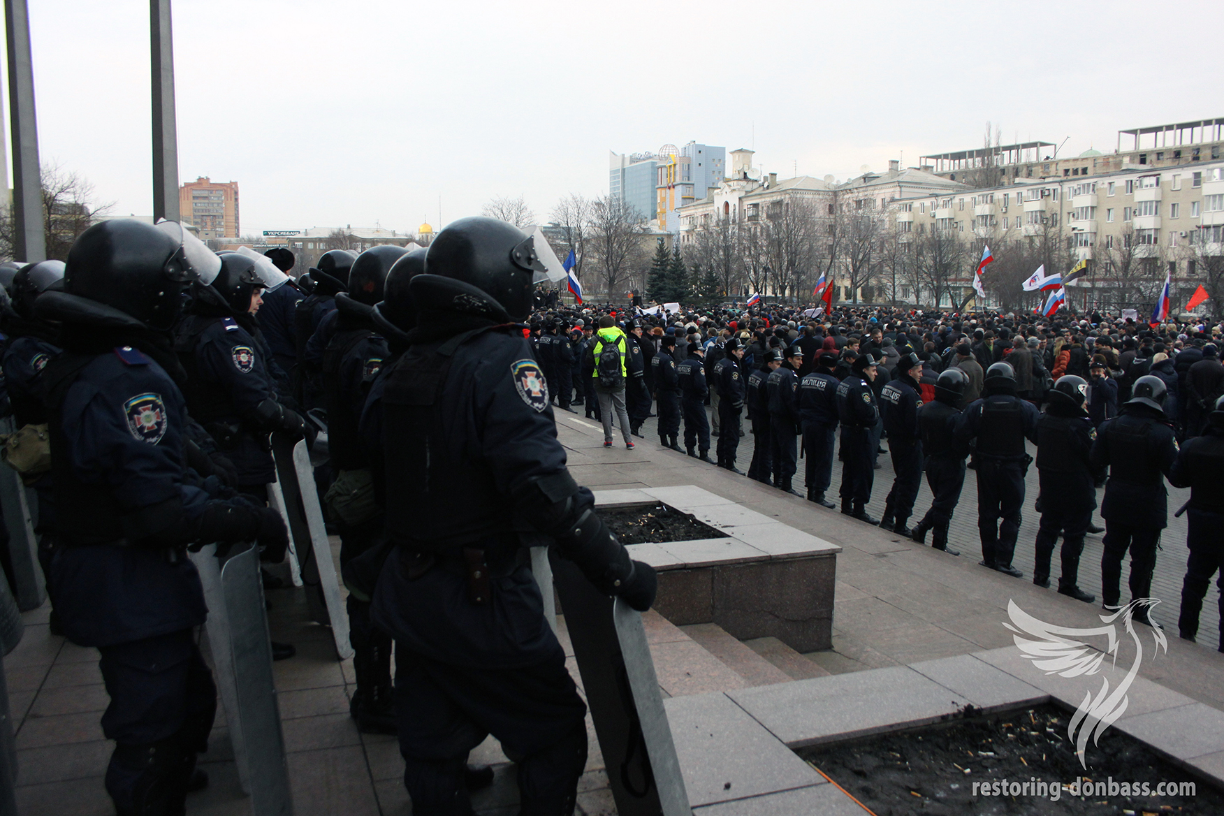 Internal troops in front of protesters near the Donetsk Regional State Administration, March 5, 2014