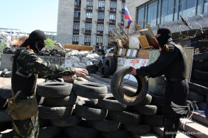Proponents of DNR on the barricades near the Donetsk State Administration, 26 April 2014