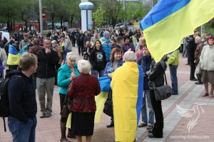 The beginning of the rally for the unity of Ukraine in Donetsk, April 28, 2014