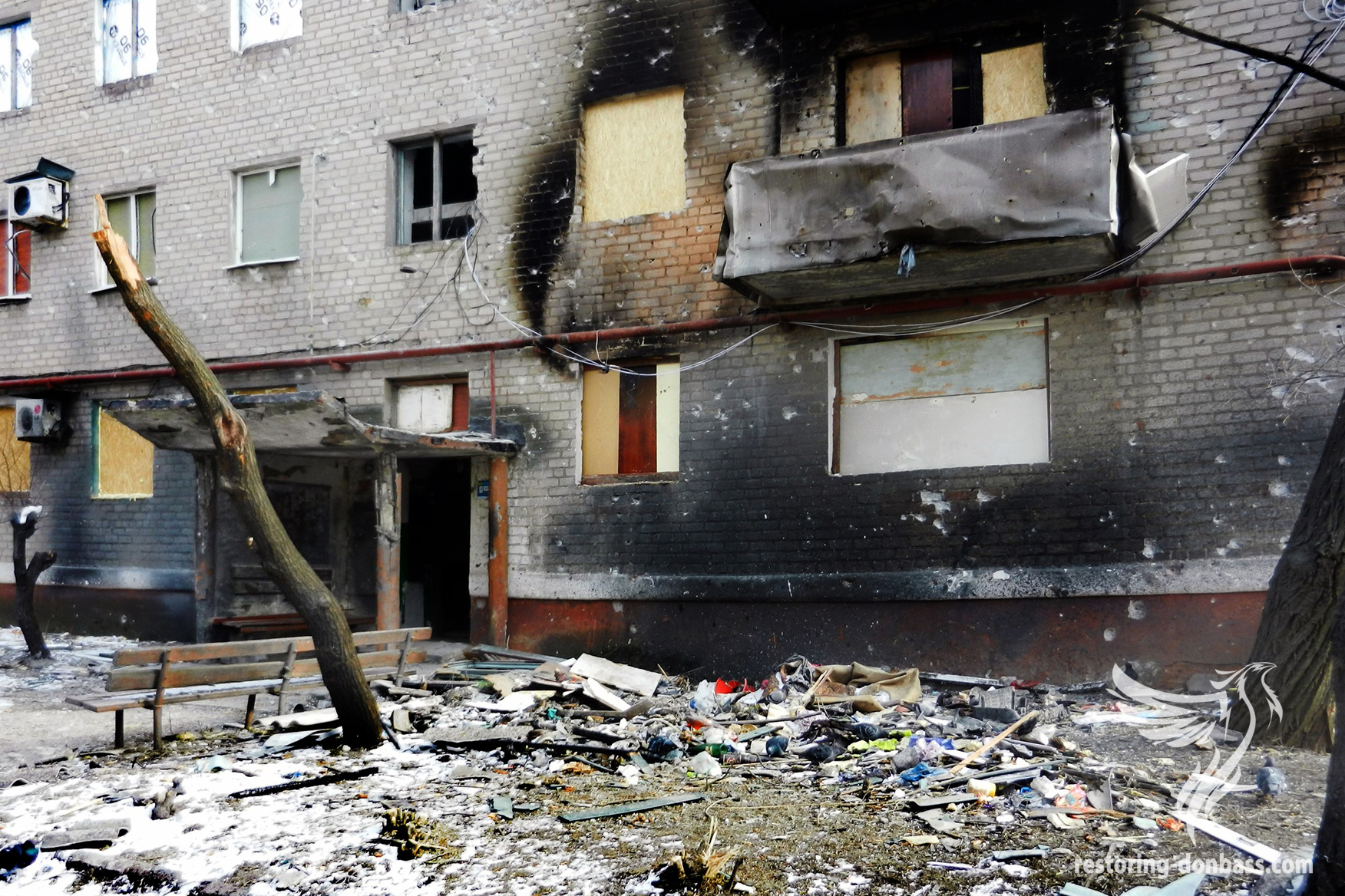 Hit of a shell into a house, Nikitovka, May 2015