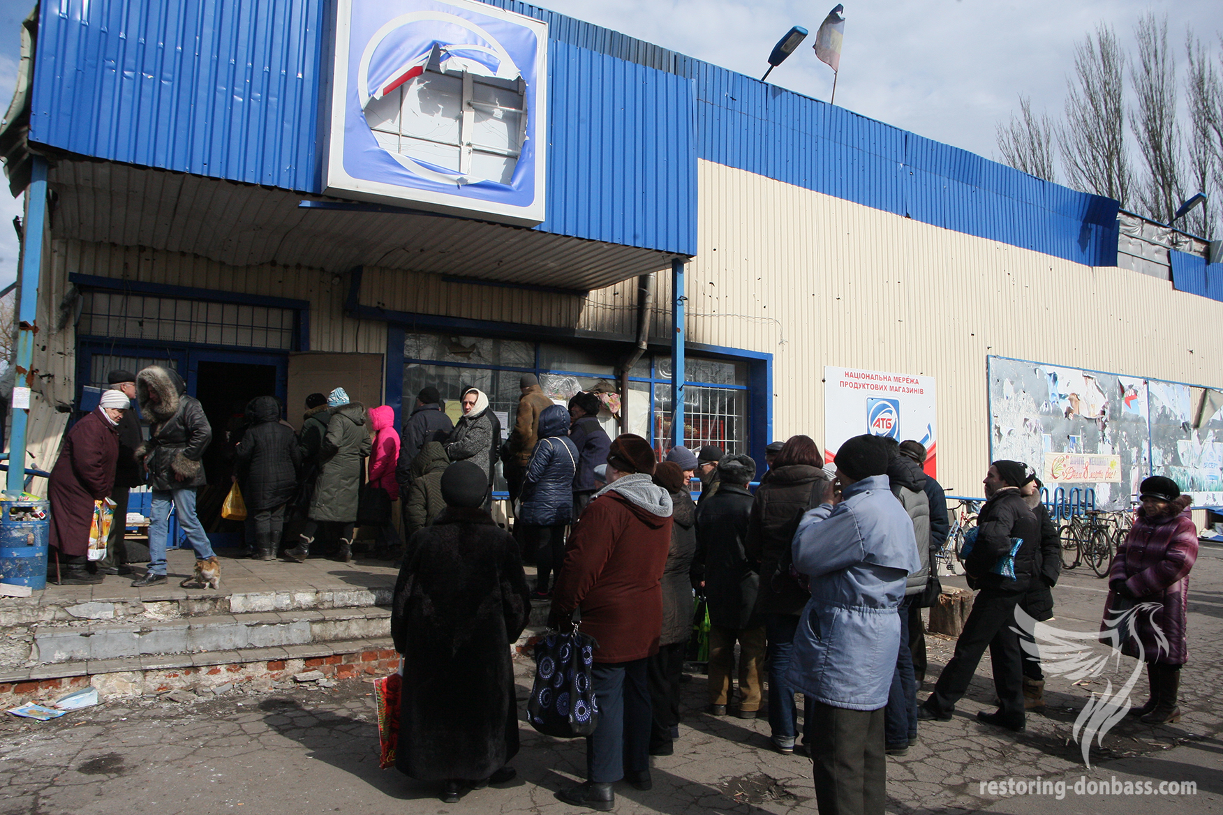 Uglegorsk residents in the queue for free bread, March 15, 2015