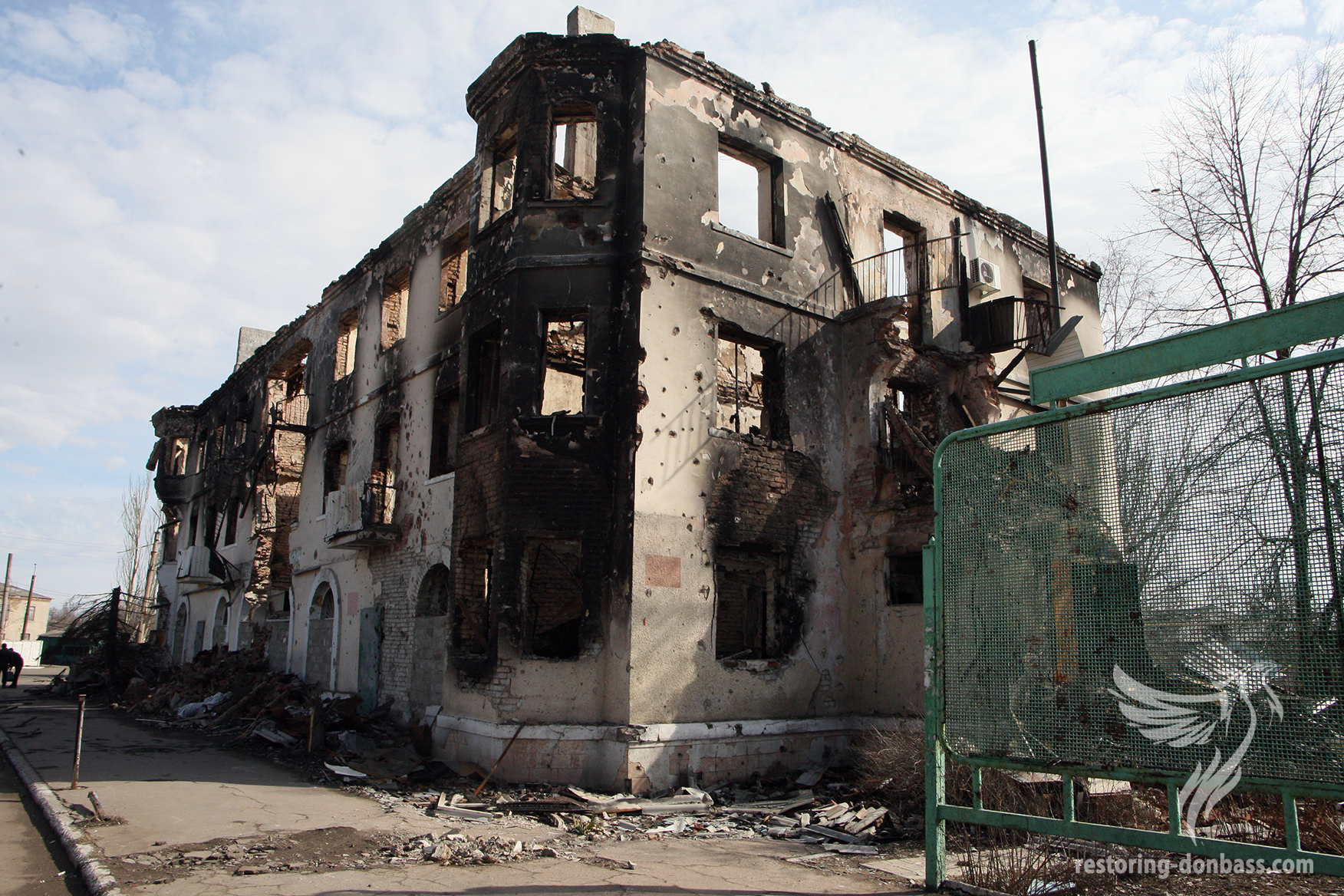 The house in Uglegorsk, which came under fire, March 15, 2015