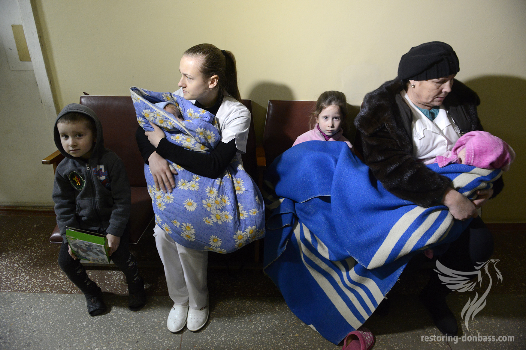 Children in the bombproof shelter of the Donetsk hospital №3, January 19, 2015