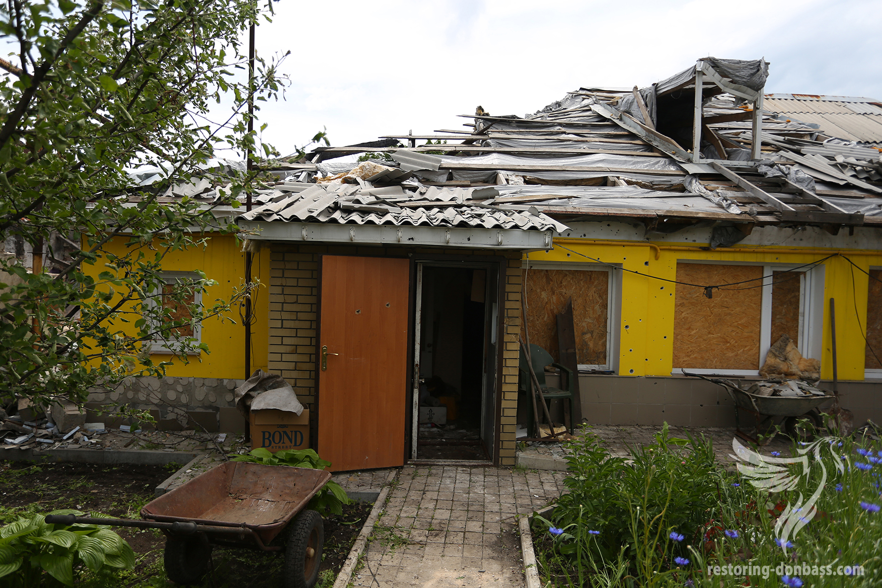 The house, which was destroyed by shells, Kievskiy district, Donetsk, June 1, 2015