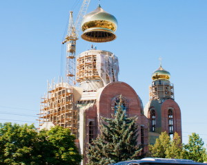 Dome raising on the temple of God's Mother icon. Lugansk. Inga Telikanova