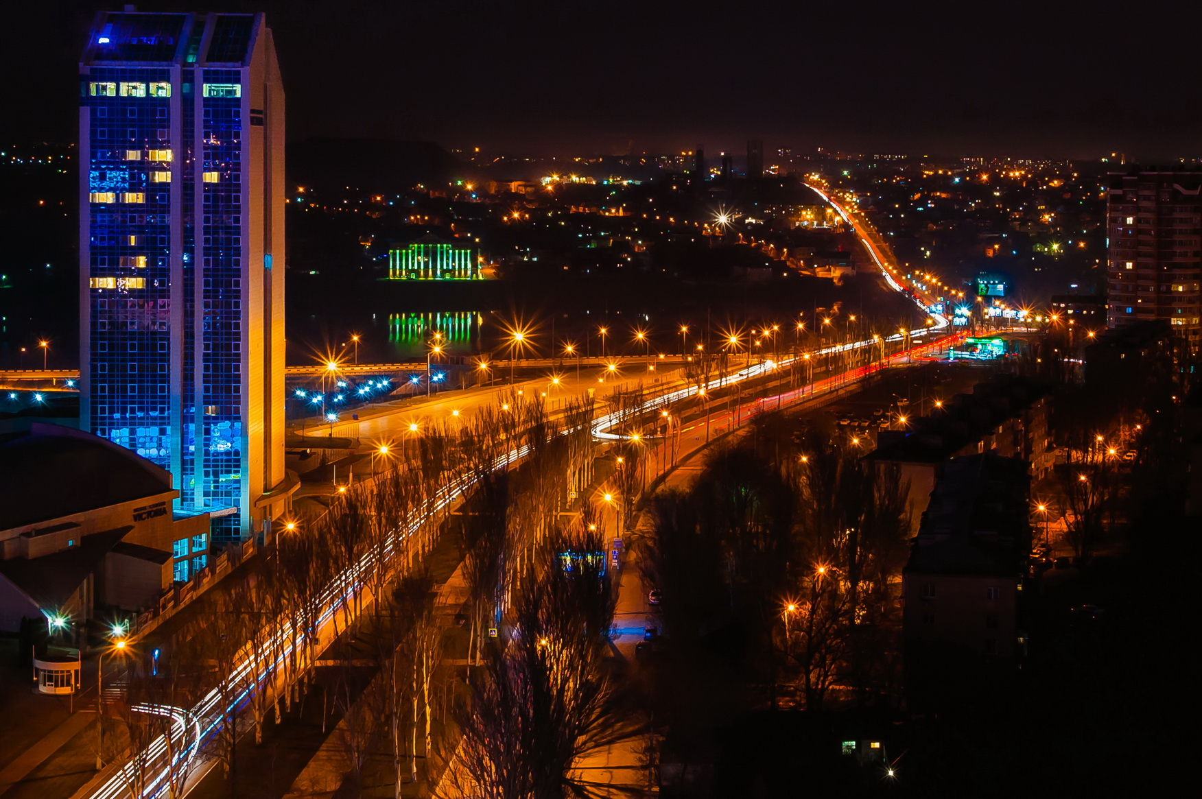 Donetsk night. Mira Avenue. Oleh Zack