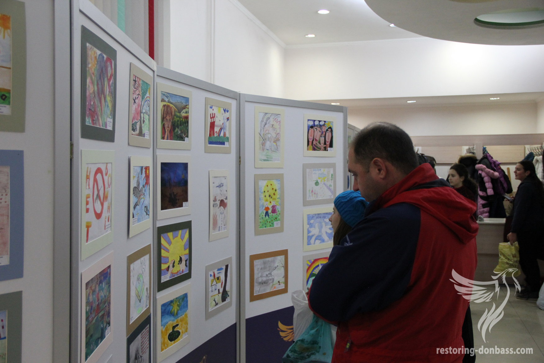 "Exhibition ""Peace and war through the eyes of Donbas children"" in Kharkov"