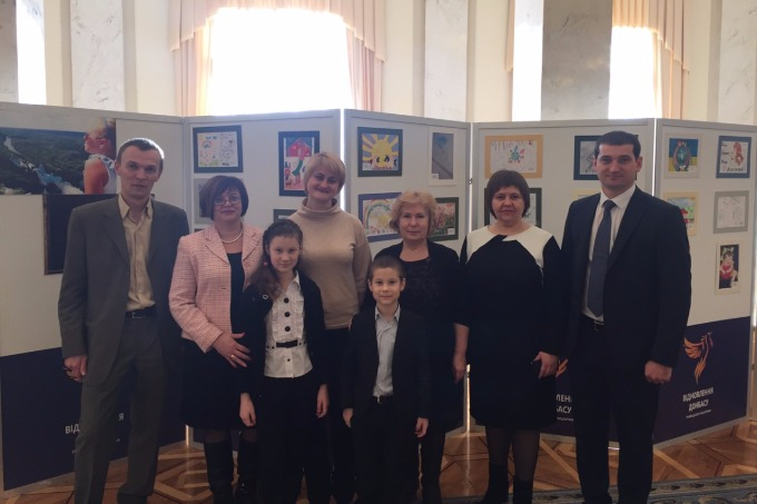 """In the Verkhovna Rada of Ukraine it was opened the exhibition """"Peace and war through the eyes of Donbas children"""""""