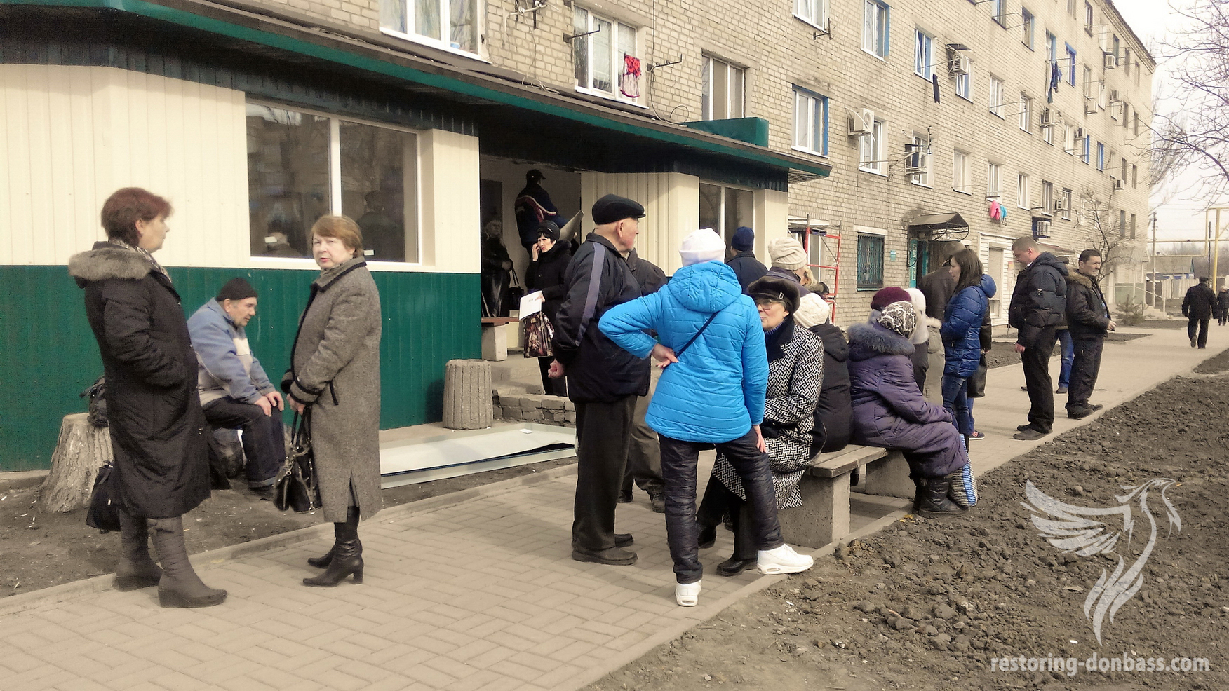 Pensoners in turn to Oshchadbank the city of Kurakhovo