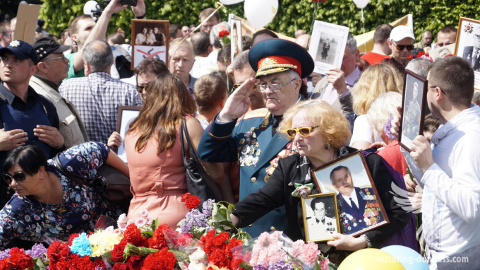 Restoring Donbas team congratulated veterans and joined Immortal Regiment
