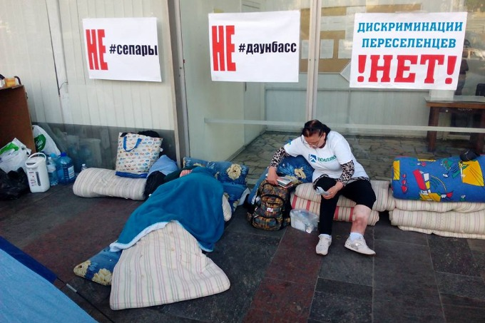 Third day of IDPs' protests at the building of Ministry of Social Policy