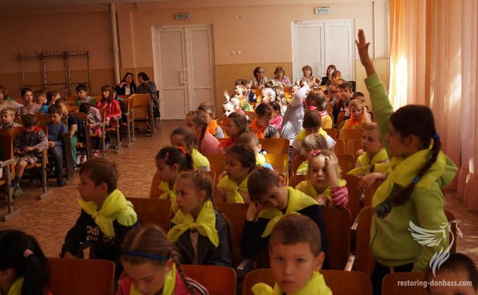 Training on mine safety for Mariupol kids
