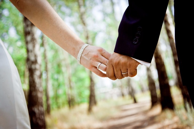 Emergency wedding offices opens in Donbas