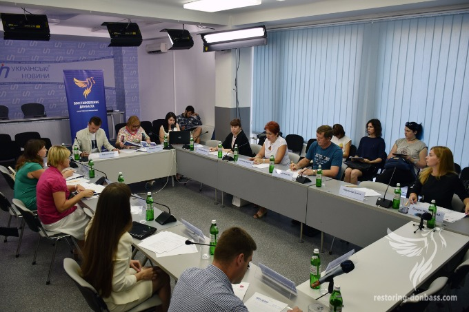 """Most Ukrainians think that IDPs should enjoy their right to vote – """"Restoring Donbas"""""""