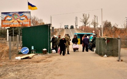 Red Cross set up three heating points at the checkpoint in Stanitsa Luhanska