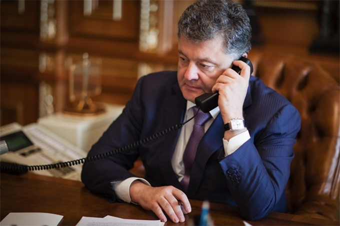Poroshenko and Biden discussed by telephone the situation in Donbas