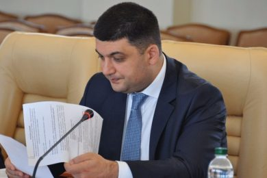 The government tomorrow will adopt the rules of entry and exit of goods to uncontrollable Donbas – Groisman
