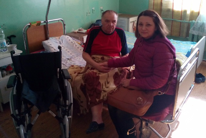 """Volunteers """"Restoring Donbass"""" donated a wheelchair to a family from Donetsk"""
