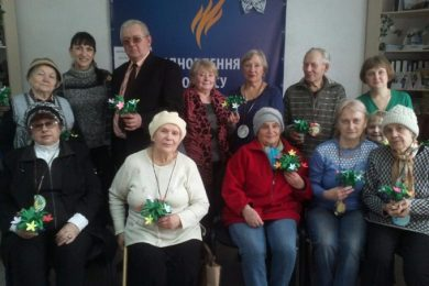 "Volunteers ""Restoring Donbass"" held a master class for IDPs in Lisichansk"