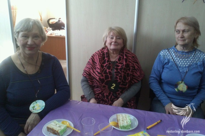"Volunteers of ""Restoring of Donbas"" in Lysychansk to congratulate women with upcoming the 8 of March"