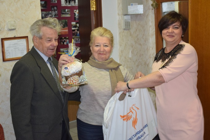 "Veterans got presents on Easter from the volunteers of ""Restoring Donbas"""