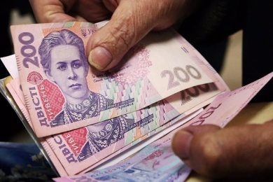 The power will put efforts in order to legalize non-payment of pensions to IDPs and Donbas residents, – experts